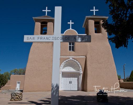 San Francisco de Assisi Mission Church in Taos
