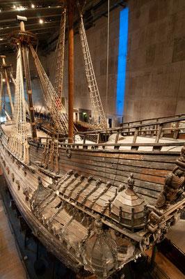 König Gustav II. Adolf von Schweden ließ ab 1625 das Kriegsschiff Vasa bauen. Es sollte die Interessen des lutherischen Schweden gegen das katholische Polen während des Dreißigjährigen Krieges zur Geltung bringen.