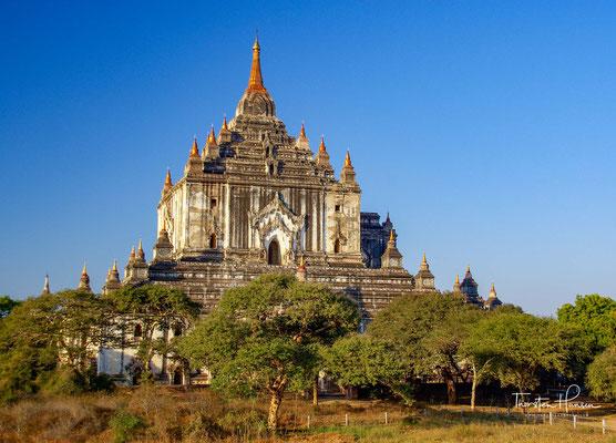 Die Stadt wurde 849 vom König mit einer Mauer umgeben. Schon zu dieser Zeit begannen sich der aus Indien kommende Tantrismus oder Vajrayana-Buddhismus und der einheimische Schlangenkult zu mischen.