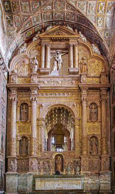 Das Kloster des Heiligen Franziskus wurde im Jahr 1518 vom Bruder António Louro gegründet, der in Gesellschaft von acht franziskanischen Brüdern in Goa ankam.