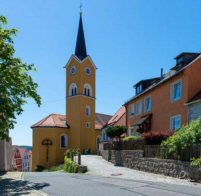 Die Pfarrkirche St. Margareta ist ein römisch-katholisches Kirchengebäude im Markt Leuchtenberg in der Oberpfalz.