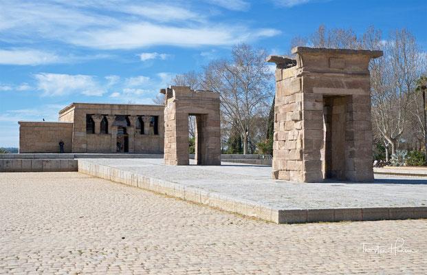 Der Tempel von Debod ist ein altägyptisch-unternubischer Tempel, der in Madrid wiederaufgebaut wurde. Er stand ursprünglich 15 km südlich von Philae an den Ufern des Nils in der Nähe des ersten Nil-Kataraktes in unmittelbarer Nähe von Debod.