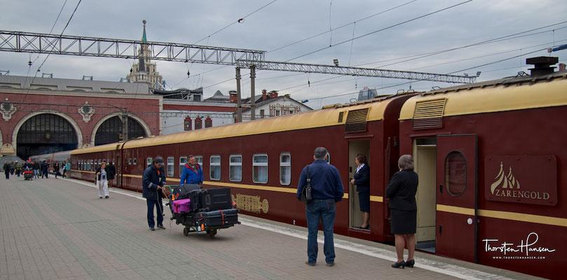 Zarengold Sonderzug im Kasaner Bahnhof in Moskau