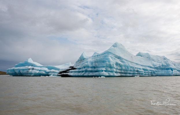 Die Eisberge haben hier allerdings kleinere Ausmaße als im Jökulsárlón.