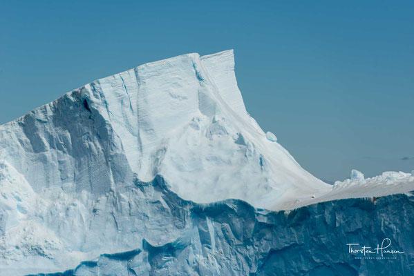 Eisberge überdauern im Schnitt etwa drei Jahre, besonders große Exemplare auch bis zu 30 Jahre. Sie können eine Fläche von über 10.000 km² besitzen.