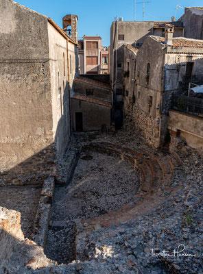 Das Odeon ist ein weiteres Theater, das während der römischen Kaiserzeit erbaut wurde. Es gleicht von der Aufteilung her dem griechischen Theater, ist aber erheblich kleiner und nach Nordosten ausgerichtet.