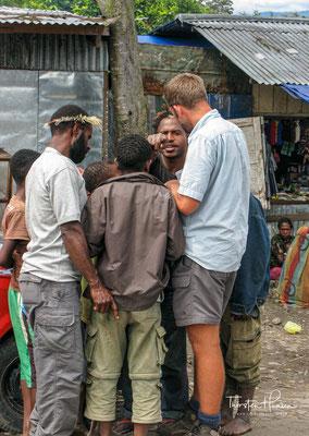 Etwa 50.000 Einwohner, zumeist Dani, Lani und Yali siedeln im Tal und etwa 15 mal so viele Bergpapuas anderer Stämme verstreuen sich im umliegenden Hochland.