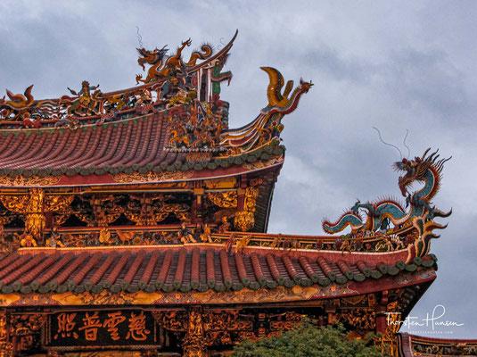 Die Größe des Longshan-Tempels beträgt ungefähr 1.600 Quadratmeter und ist in Nord-Süd-Richtung ausgerichtet.