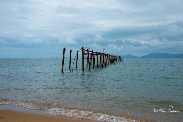 """Ob Yoga Retreat oder Tapas-Bistro, die chillige Beach-Bar """"Coco Tams"""" oder ein Candle-Light-Dinner am Strand – das Fisherman's Village bietet alles, was Reisende suchen, die Chawengs Massentourismus entfliehen wollen."""