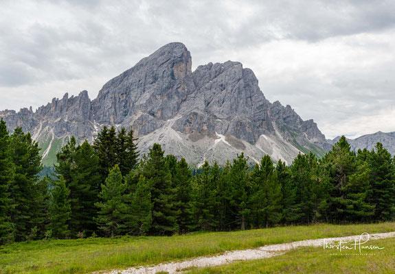 Wegen seiner Randlage in den Dolomiten und der steilen Nordabbrüche wird der Peitlerkofel als nordwestlicher Eckpfeiler der Dolomiten bezeichnet.
