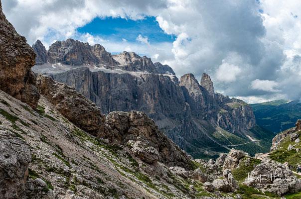 Die Sellagruppe oder einfach Sella (ladinisch l Sela, italienisch il Sella) ist ein plateauförmiger Bergstock in den Dolomiten in Italien.