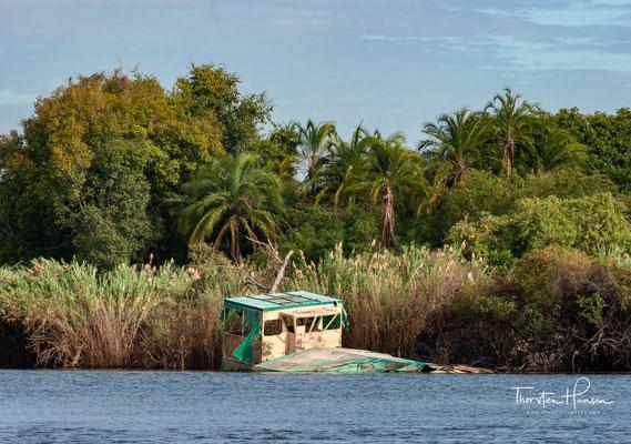 Der Sambesi (auch Zambezi oder Zambesi) ist nach Nil, Kongo und Niger mit 2574 km Fließstrecke der viertlängste Fluss in Afrika und der größte afrikanische Strom, der in den Indischen Ozean fließt.