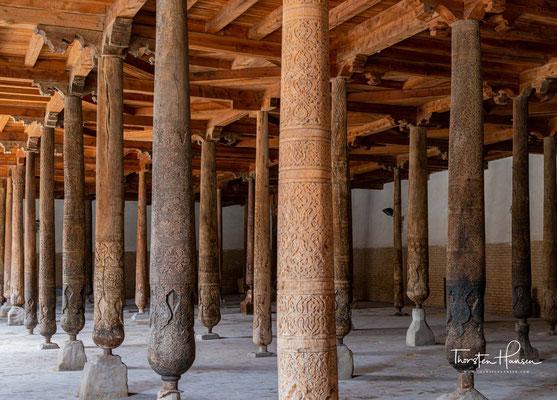 Die Dschuma-Moschee (usbekisch Juma masjid; deutsch Freitagsmoschee) ist die Große Moschee von Xiva.