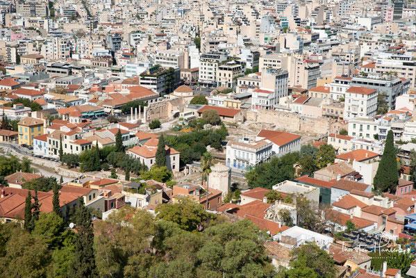 Bis zur modernen Stadtplanung des frühen 19. Jahrhunderts bildete sie den Kern der Stadt Athen. 1840 lebten noch 19.000 Menschen in der Altstadt. Danach wandelte sich die Plaka zum Tavernenviertel, das in allen gesellschaftlichen Schichten gleich beliebt
