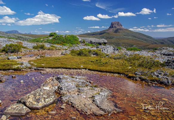 der 1.617 m hohe Mount Ossa und der bei Wanderern und Bergsteigern beliebte 1216 m hohe Artillery Knob.