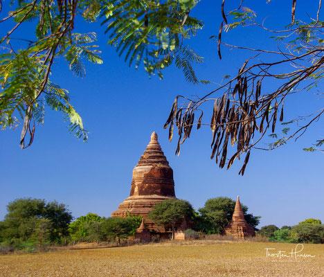 Das zuvor von Bagan aus regierte Reich zwischen den südlichen Ausläufern des Himalaya und dem Indischen Ozean zerfiel für mehr als zwei Jahrhunderte in zahlreiche Kleinstaaten, die sich ständig gegenseitig bekämpften.