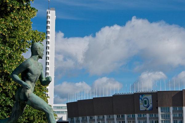 Das Olympiastadion Helsinki ist das größte Stadion Finnlands. Das Stadionrund mit Leichtathletikanlage ist die Heimstätte der finnischen Fußballnationalmannschaft.