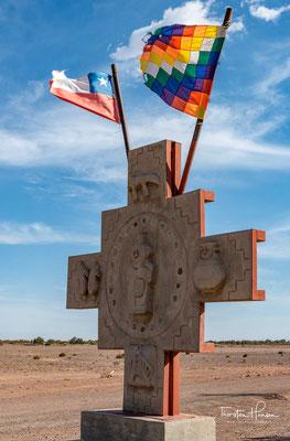Am Eingang zum Mondtal weht die chilenische und die Whipala-Flagge der Ureinwohner