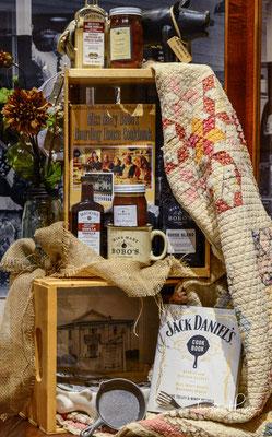 Die Gestaltung der Flasche hat sich seit dem frühen 20. Jahrhundert wenig verändert. Typisch für Jack Daniel's sind die viereckige Flasche und der schwarz-weiße Schriftzug, die inzwischen von zahlreichen Konkurrenten kopiert wurden.