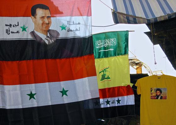 Syrische Flaggen und Hezsbollah