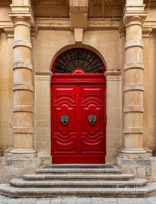 Nunmehr war die Stadt nur noch für den maltesischen Adel von Bedeutung, der hier weiterhin den Sitz seiner Selbstverwaltung, der Università, innehatte.