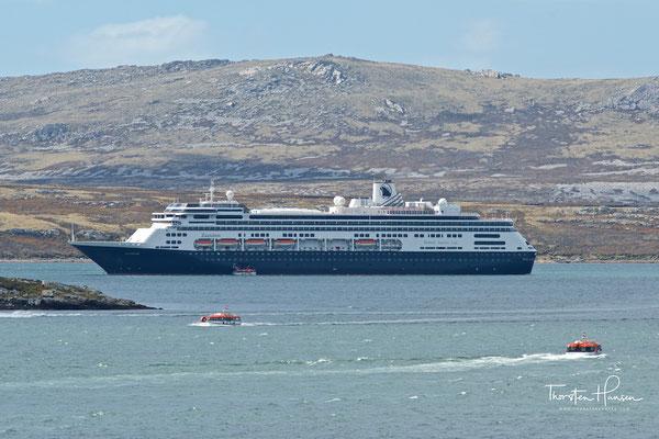 Etwa 615 Besatzungsmitglieder kümmern sich um das Wohl der Gäste.