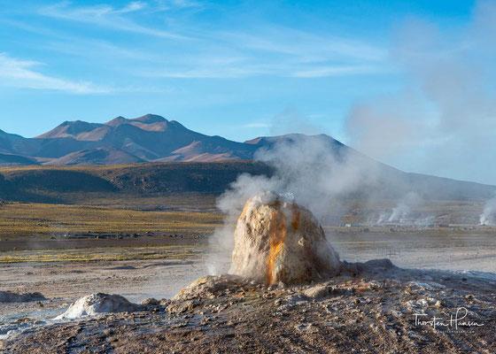 Es gehört wie Sol de Mañana zur Vulkanregion Altiplano-Puna.