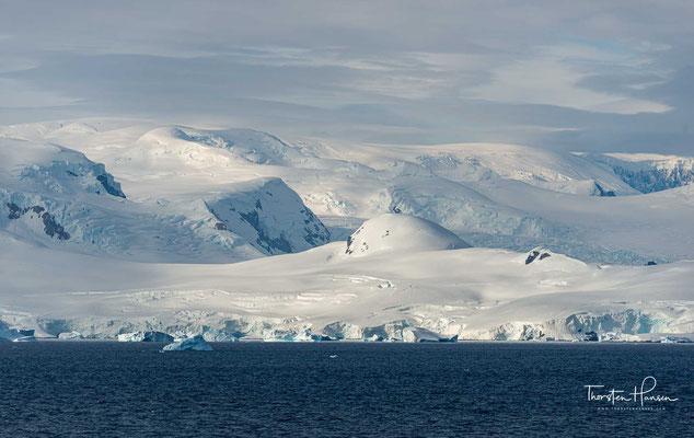 Benannt ist sie vorgeblich nach einem Finanzier des französischen Hydrographen Georges Lecointe (1869–1929), einem Teilnehmer der Expedition.