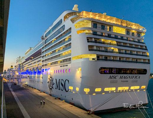 Die MSC Magnifica im Hafen von Civitavecchia
