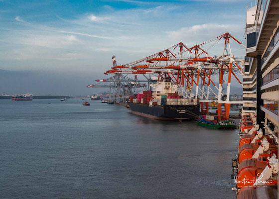Die MS Westerdam im Hafen von Phu My