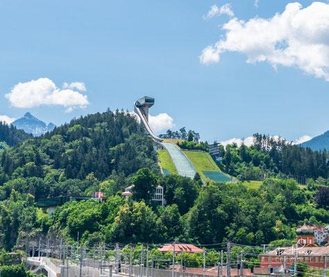 Die Bergiselschanze ist eine Skisprungschanze auf dem 746m hohen Bergisel in Innsbruck. Am 23. Jänner 1927 gab es das erste Springen am Bergisel auf der Naturschanze.