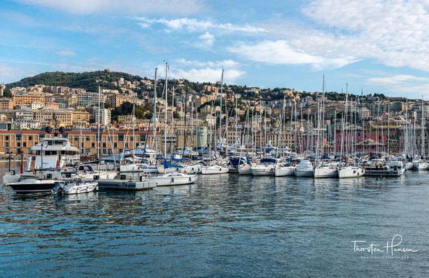 Willkommen in Genua, der Hauptstadt der Region Ligurien. Die Stadt ist mit circa 575.000 Einwohnern die sechstgrößte Italiens.