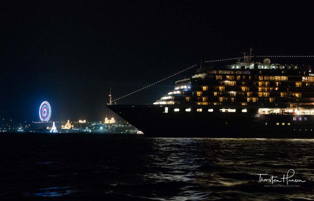 Zur Sammlung des Schiffes gehören ein Gemälde des niederländischen Segelschiffes Halve Maen, mehrere Skulpturen und Statuen sowie ein originales Porträt von Andy Warhol.