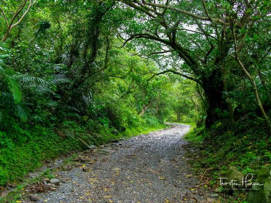 Der Caoling Historic Trail führt über Sandiaojiao, beginnend in Yuanwangkeng, landeinwärts von Fulung, und endend in Dali an der Küste.