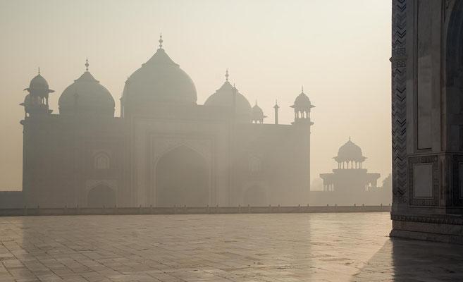 Er verschmolz persische Architektur mit indischen Elementen zu einem herausragenden Werk der indo-islamischen Baukunst.