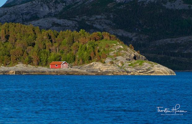 Es gibt unzählige Mythen und Legenden über das Leben am Gezeitenstrom. Am bekanntesten ist die grausame Geschichte der Wikinger Raud hin Rame und Olav Tryggvason. Letzterer bekehrte die Norweger zum Christentum.