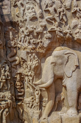 Nach der hinduistischen Mythologie ließ der König Bhagiratha den Ganges vom Himmel fließen, um die Seelen seiner Vorfahren zu reinigen.