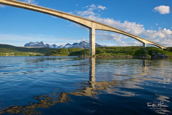 Die Ufer des Saltstraumen bieten begehrte Angelplätze, da das nährstoffreiche Wasser Fische anzieht.