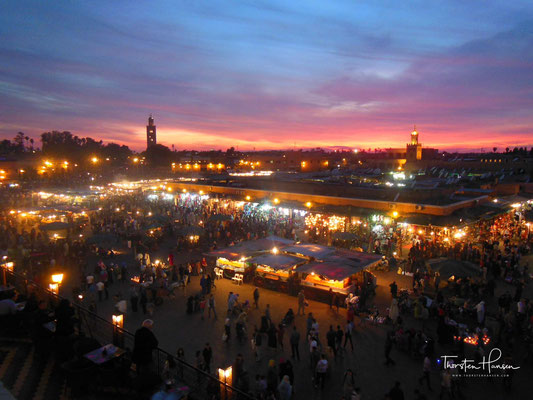 Der Djemaa el Fna (arabisch جامع الفناء, DMG ǧāmiʿ al-fanāʾ, oder جامع الفنا / ǧāmiʿ al-fanā) ist der zentrale Marktplatz in Marrakesch in Marokko.