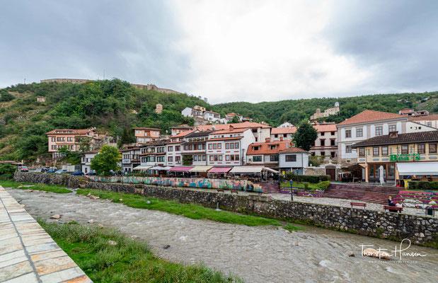 Die Festung von Prizren ist eine mittelalterliche Burg in Prizren im Süden des Kosovo. Sie wurde im 11 Jh. auf einer Anhöhe oberhalb der Stadt errichtet, unter welcher sich Prizren Schritt für Schritt zur Großstadt entwickelte.