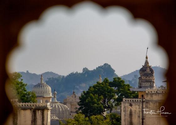 Die beispielhafte Handwerkskunst zeichnet diesen größten hoheitlichen Baukomplex von ganz Rajasthan aus.
