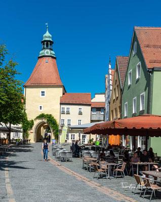 Durch das Untere Tor und das Vortor in Weiden– nach dem Beschuss des Jahres 1635 in der heutigen Form entstanden – gelangt man zum Schlörplatz.