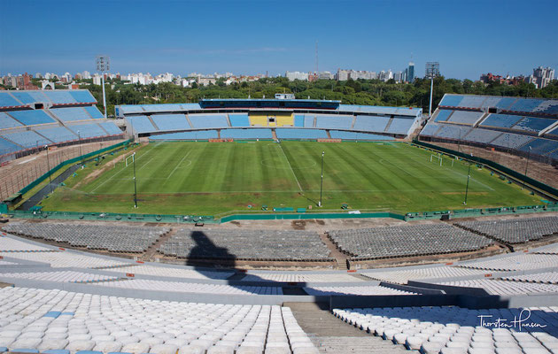 Die ursprüngliche Kapazität von etwa 100.000 Zuschauern musste inzwischen aus Sicherheitsgründen auf 60.235 Plätze reduziert werden.