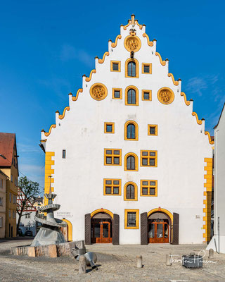 Das Klösterle, welches heute ein Hotel und den Nördlinger Stadtsaal beherbergt, war in frühreren Jahren erst Franziskanerklosterkirche und später Kornschranne.