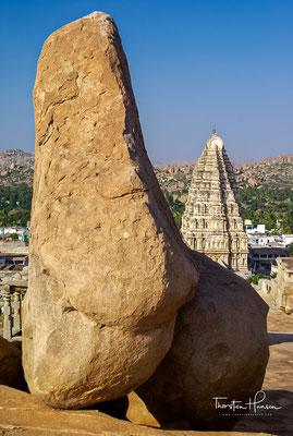 Ihm zufolge wurde Hampi einst von den Affenkönigen Bali und Sugriva und deren Botschafter Hanuman regiert.