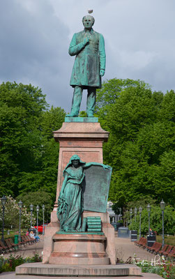Johan Ludvig Runeberg Denkmal im Esplanadi in Helsinki