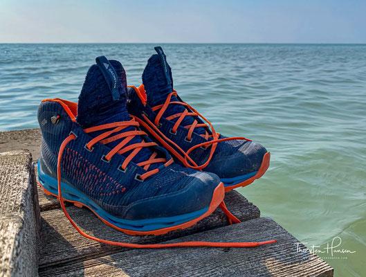 Schuhe ausziehen und ab ins Meer