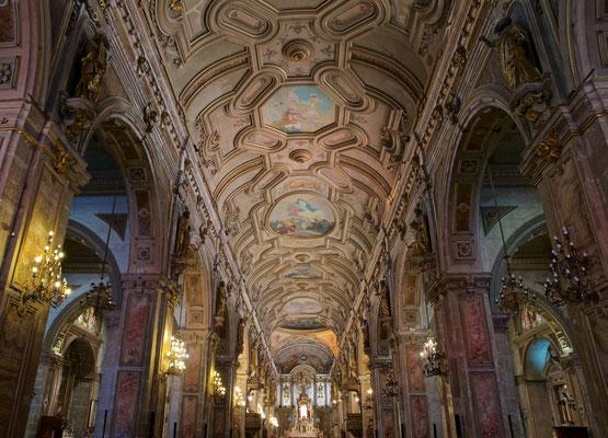 Die Metropolitan Cathedral von Santiago ist der Sitz des Erzbischofs von Santiago de Chile, derzeit Celestino Aós Braco, und das Zentrum der Erzdiözese Santiago de Chile.