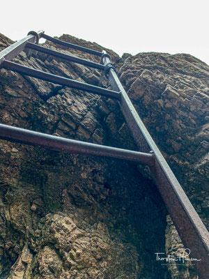 Normalerweise sollte man diesen Bereich durch eine Klettersteigausrüstung gesichert hinaufklettern