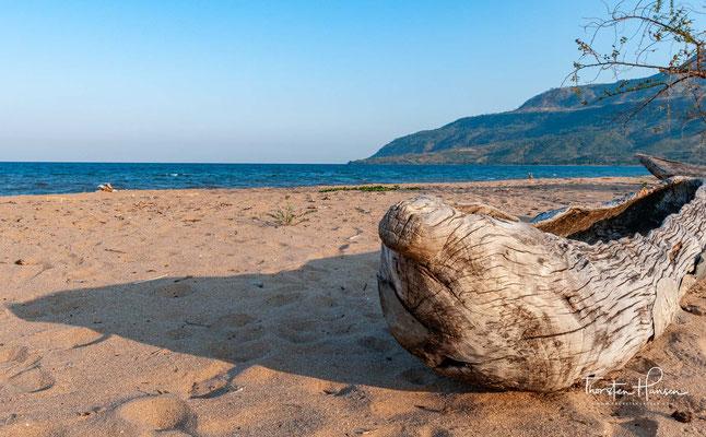 nd einer Tiefe von bis zu 704 Metern ist er der drittgrößte See Afrikas und wird dort hinsichtlich seiner Fläche nur vom Tanganjikasee und vom Viktoriasee übertroffen.